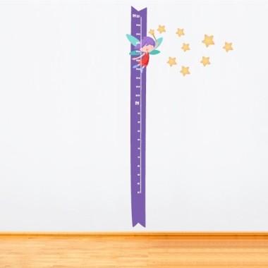 Mesurador Fada amb vareta i estrelles grogues - Vinils infantils Mesuradors Vinil mesurador a joc amb els vinils de fades que pots trobar a la nostra botiga. Vinils decoratius originals i molt útils.  Midesdel vinil Mida del muntatge amb les estrelles: 55x135 cm Mida de la làmina: 30x135 cm Inclou 16 etiquetes per marcar el que vulguis! vinilos infantiles y bebé Starstick