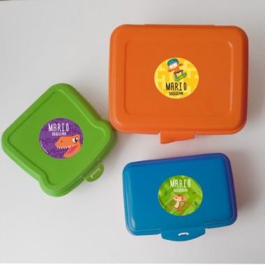 Etiquetes multiús. Rodones grans - Model 4 Etiquetes multiús Personalitza tot el que vulguis amb les etiquetes rodones de StarStick. Etiquetes de gran qualitat i resistents a l'aigua. Llibres, llibretes, gots, cantimplores, biberons, carmanyoles ... A més d'útils les etiquetes de StarStick són d'allò més chic! Material: Vinil plastificat mat Mida de cada etiqueta: 5,5 cm de diàmetre Unitats: Packs de 6, 12 o 24 etiquetes Línies imprimibles: 2 vinilos infantiles y bebé Starstick