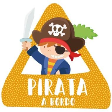"""Pirata a bord - Adhesiu per a cotxe Adhesius Nadó a bord Adhesius per a cotxe """"Pirata a bord"""". Triangle per enganxar a la part exterior del cotxe.Mida del triangle: 16x15 cmMaterial: Vinil mat laminat vinilos infantiles y bebé Starstick"""