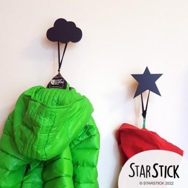 Penjador infantil - Estrella de fusta Penjadors Penjador de fusta infantil en forma d'estrella. Decora les teves parets amb objectes útils. Es pot comprar en diferents colors i personalitzar amb el nom! Mida de l'estrella: 9x10 cmMaterial: FustaAccessoris per al muntatge inclosos vinilos infantiles y bebé Starstick