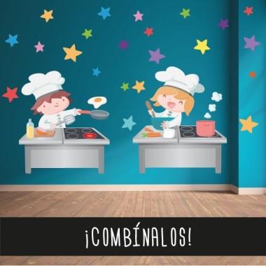 Divertida cocinera - Vinilo decorativo infantil Vinilos Colegios Vinilo decorativo de pared con una alegre cocinera. Divertidos vinilos para decorar paredes de comedores escolares. Medidas aproximadas del vinilo montado (ancho x alto) Pequeño:90x70 cm Mediano: 120x86 cm Grande: 185x130 cm Gigante: 228x162 cm  ¡Combínalo con otros vinilos especial comedores! vinilos infantiles y bebé Starstick