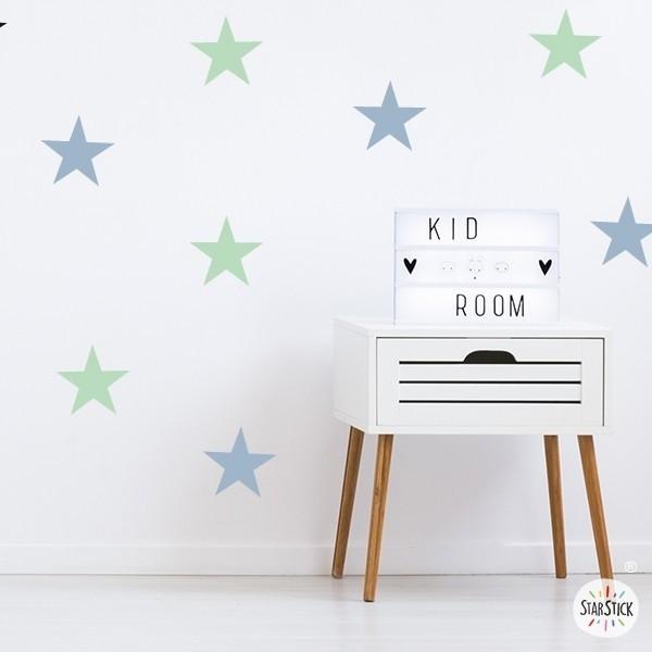Vinilo estrellas big - Vinilos de pared Vinilos de estrellas Vinilo decorativo con estrellas de grandes. Escoge color, haz combinaciones y consigue una pared totalmente personalizada a tu gusto. Empieza ya a decorar con los vinilos StarStick.   Medidas del vinilo Opción 1: 8 estrellas Tamaño de cada estrella: 15 cm de ancho   Opción 2: 12 estrellas Tamaño de cada estrella: 15 cm de ancho   vinilos infantiles y bebé Starstick