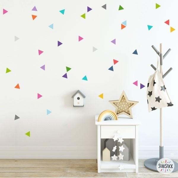 Triángulos nórdicos de colores - Vinilos bebé Vinilos triángulos y confetis Vinilo decorativo con 50 triángulos de distintos colores. Vinilos independientes para dar color y alegría en cualquier pared o mueble. Vinilos de gran calidad y acabado mate. Medidas del vinilo Tamaño de la lámina: 60x12 cmTamaño de cada triangulo: 3,5 x 4 cmNúmero de triángulos: 50      AÑADE UN NOMBRE AL VINILO DESDE 9,99€          vinilos infantiles y bebé Starstick