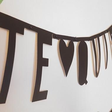 Guirlande lettres noir - Banner Lettres Guirlandes décoratives Le kit contient 137 lettres, symboles et chiffres de 10 cm de hauteur, et des crochets en métal pour joindre les différentes pièces. vinilos infantiles y bebé Starstick