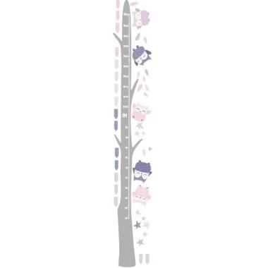 Medidor Búhos Lavanda - Vinilos infantiles Medidores Vinilo medidor para bebés con búhos en tonos lila. Vinilos originales que decoran las paredes y además son útiles para medir a los niños.  Medidasdel vinilo (ancho x alto) Tamaño del montaje con los búhos: 50x135 cm Tamaño de la lámina: 20x60 cm Tamaño aproximado de los búhos: Entre 9 y 10 cm ¡Incluye 16 etiquetas para marcar lo que quieras!  vinilos infantiles y bebé Starstick