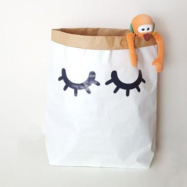 Sac organitzador de paper - Sac ullets Sacs organitzadors de paper Sacs organitzadors de paper, ideals per ordenar joguines, disfresses, roba... Una fantàstica idea per tenir les coses ordenades i al mateix temps decorar les habitacions dels nens. Sacs súper divertits, resistents i amb gran capacitat.Mida del sac: 60x70x16 (ample x alt x base)Material: 3 capes de paper kraft altament resistent (exterior blanc i interior ocre) vinilos infantiles y bebé Starstick