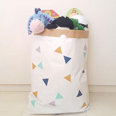 Paperbag - Triangles moutarde - Sac en papier Paper bag Taille du sac: 60x70x16 (largeur x hauteur x base)Matière: 3 couches de papier kraft très résistant (extérieur blanc et intérieur ocre) vinilos infantiles y bebé Starstick