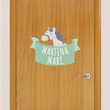 Cheval gris - Sticker nom de porte Stickers porte chambre Taillede la feuille/montage 1 prénom: 30x20 cm 2 prénoms: 30x27 cm   vinilos infantiles y bebé Starstick