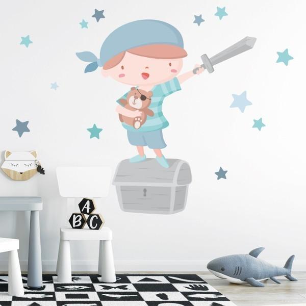 Súper niño pirata - Azul - Vinilos infantiles Vinilos infantiles Bebé Fantástico vinilo de pared con un valiente niño pirata, un cofre del tesoro y estrellas decorativas. Maravillosos vinilos para decorar, con mucho cariño, las habitaciones de niños y bebés. Medidas aproximadas del vinilo montado (ancho x alto) Básico:70x50cm Pequeño:110x70 cm  Mediano:160x95cm  Grande:190x150 cm Gigante:240x170 cm   AÑADE UN NOMBRE AL VINILO DESDE 9,99€  vinilos infantiles y bebé Starstick