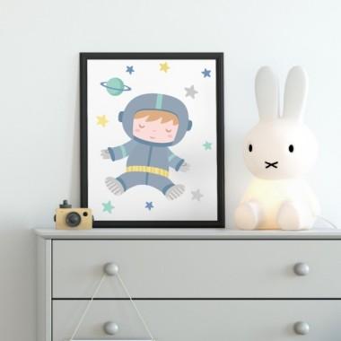 Làmina decorativa - Astronauta baby Làmines infantils Làmina decorativa infantil amb la il·lustració d'un astronauta en tons turquesa. Decora l'habitació del teu nadó amb les làmines de disseny de StarStick i veuràs que bonica que et queda!Mides (ample x alt) A4 - 210 x 297 mm A3 - 297 x 420 mm A2 - 420 x 594 mm  Material: Impressió sobre canvas Marc: Opcional vinilos infantiles y bebé Starstick
